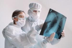 По словам губернатора, в регионе до конца месяца планируют развернуть более 7,5 тыс. инфекционных коек.
