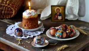 В этом году в связи с пандемией коронавируса Русская православная церковь призывает верующих оставаться дома