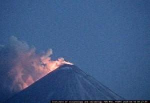 По предварительным данным, угрозы для жителей Камчатского края текущая активность вулкана не представляет.