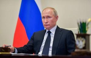 Президент РФ Владимир Путин проводит совещание по вопросу санитарно-эпидемиологической обстановки.