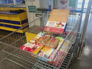 Участники акции #МыВместе доставляют продукты из «тележек добра» в Самарской области