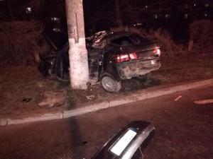В Тольятти машина врезалась в столб, пострадали двое