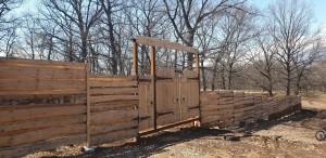 В самарских Дубках участок леса огородили забором. Очевидцы говорят, что началась застройка