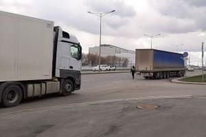 Коронавирус в Самаре: на въездах в город досматривают грузовики