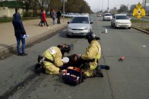 Когда сотрудники МЧС закончили оказание доврачебной помощи, подъехал автомобиль.