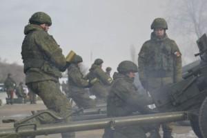 На Рощинском полигоне артиллеристы отработали порядок действий при выполнении выстрелов из орудий и пусков из салютных установок.