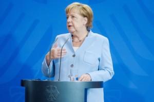 По словам канцлера Германии, нужно решать политические проблемы.