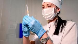 Из-за риска заражения в результате случайных контактов с больными при посещении медучреждения, в котором должны ввести вакцину.