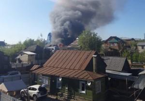 Площадь пожара составляет около 600 квадратных метров.