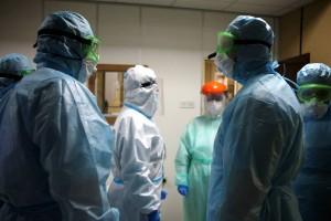 Отмечается, что в случае смерти медицинского сотрудника единовременная выплата составит 2,7 миллиона рублей.