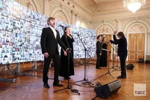 """Песня """"День Победы"""", прозвучала в исполнении тысячи человек из разных городов страны. Самару в проекте представили ученики Детской центральной музыкальной школы."""