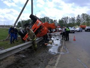 В результате ДТП водитель большегруза погиб.