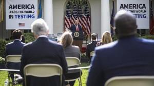 Президент США Дональд Трамп прервал брифинг в Белом доме из-за возникшей перебранки с журналистами.