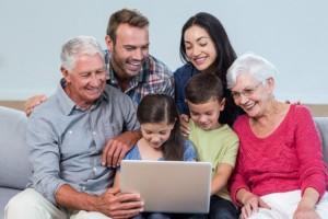 Принимайте участие в семейных викторинах и конкурсах онлайн.