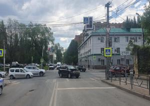 В Самаре столкнулись две иномарки, пострадала женщина