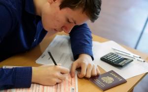 В этом году будут сдавать в рамках ЕГЭ только два предмета по выбору. Проводить экзамен будут во всех регионах по единому расписанию.