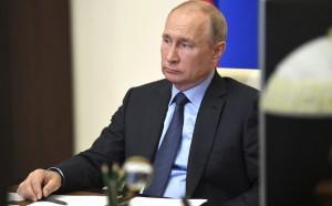 Президент РФ Владимир Путин в режиме видеоконференции совещание о развитии генетических технологий в РФ.