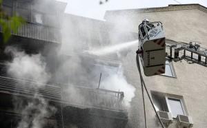 Огонь охватил балконы пятого, шестого и седьмого этажей, горела также квартира на пятом этаже.