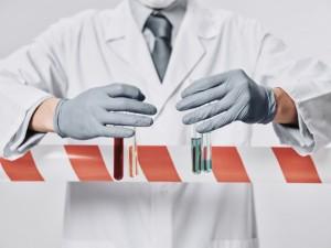 Тяжелее всего COVID-19 протекает у гематологических больных, рассказал главный врач больницы в Коммунарке Денис Проценко.