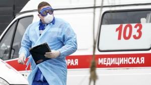 Глава ведомства предупредила, что несмотря на положительную динамику, соблюдать правила профилактики коронавируса придется еще достаточно долго.