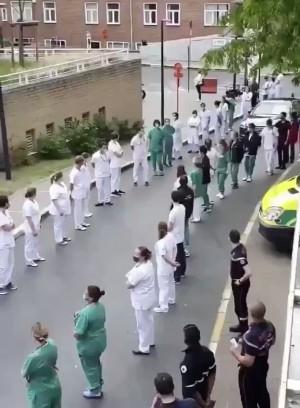 Они недовольны условиями системы здравоохранения.