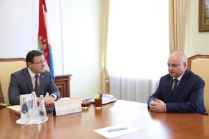 Дмитрий Азаров выразил надежду, что новый руководитель ведомства продолжит традиции тесного и открытого взаимодействия между УФСБ и Правительством региона.