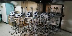 В настоящий момент в больницах, перепрофилированных под лечение больных с COVID-19, установлено 766 аппаратов искусственной вентиляции легких.