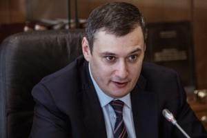 Отмечается, что данная поправка касается защиты единовременных выплат в 10 тысяч рублей на каждого ребенка в возрасте от трех лет до 16 лет от судебных взысканий.