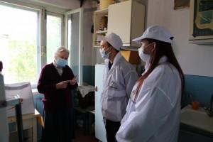 Сотрудники КНПЗ помогли пожилым жителям Куйбышевского района в период пандемии