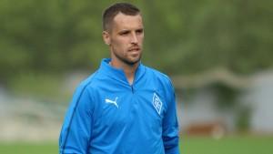 Защитник «Крыльев» в интервью Sportbox.ru рассказал о съемках в фильме «Перевод с немецкого», выразил мнение по поводу целесообразности возобновления чемпионата, а также назвал Семина великим тренером.