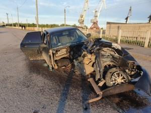 Кузов Приоры отлетел в иномарку в ДТП на дамбе в Сызрани