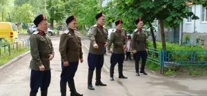 В Самаре военные ЦВО устроили концерт у дома фронтовика на день рождения