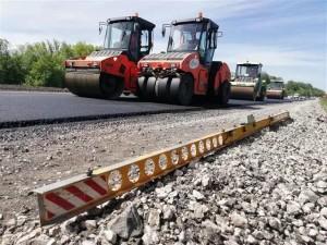 Новая трасса проходит над существующим участком федеральной дороги М5 и железнодорожным путепроводом.