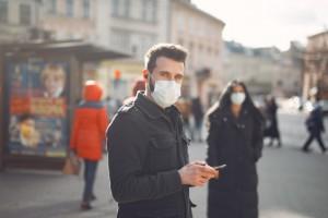 Мир находится в середине первой волны COVID-19, заявил на брифинге в Женеве директор программы ВОЗ по ЧС в области здравоохранения Майкл Райан.