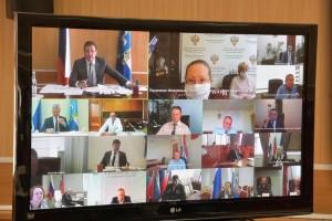 Дмитрий Азаров поручил усилить контроль за соблюдением режима, особенно в общественных местах.