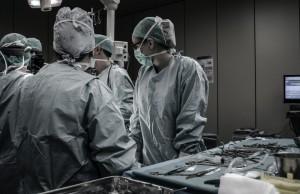 Врачи больницы в Милане стали первыми в Европе, кто провел трансплантацию легких пациенту, который прошел курс лечения от COVID-19.