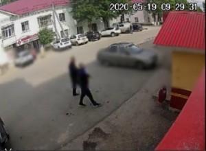 Неудачливые магазинные воришки в Кинеле не учли смотрящую им в лицо камеру видеонаблюдения