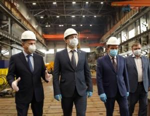 То, как выстроена работа на городских предприятиях, глава региона проверил на одном из флагманских машиностроительных предприятий региона – заводе «Тяжмаш».