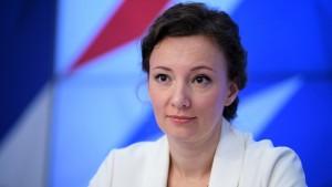 Уполномоченный по правам ребенка при президенте РФ заявила, что число обращений с жалобами на работу этих структур выросло на 23%.
