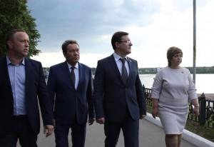 1 июня Дмитрий Азаров провел рабочий день в Сызрани. Губернатор ознакомился с ходом работ на Сызранской набережной.