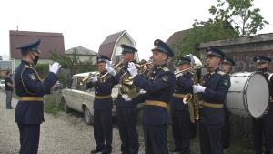 Военные устроили в Тольятти концерт у дома ветерана, воевавшего за освобождение Прибалтики