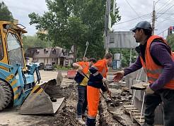 Один и тот же подрядчик не только производит ремонт и будет в течение пятилетки нести гарантийные обязательства, но и в течение трех лет содержит участок всесезонно.