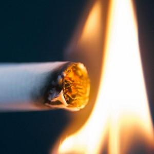 Возгорание возникло в инфекционном боксе из-за курения в постели пациента. Мужчина получил отравление продуктами горения и погиб.