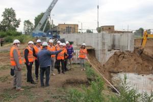 Депутаты оценили ход реконструкции, пообщались с представителями подрядчика.