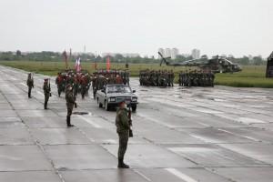 Начались тренировки пеших колонн, в которых пройдут около 1,7 тыс. военнослужащих Центрального военного округа и сотрудников правоохранительных органов.