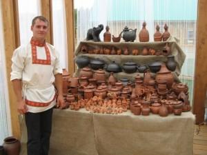 Иван Учаев - сызранский мастер народных художественных ремесел и промыслов научит всех желающих основным приемам гончарного искусства.