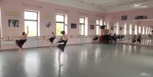 Необычный учебный год завершают воспитанники самарского хореографического училища и школы.