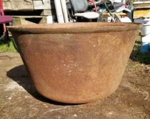 В Исаклинском районе из бани украли чугунный котел