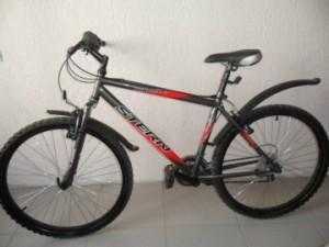 В Самаре молодой человек отобрал у прохожего велосипед