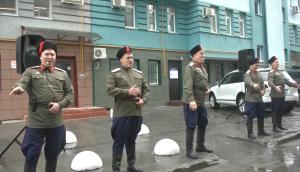 В Самаре военные ЦВО на день рождения ветерана устроили концерт прямо во дворе его дома
